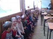 Przedszkolaki w czytelni (ciiiiiiiiiiicho)