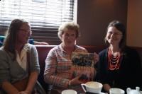 (od lewej) dr Sara Dietz, Maggie Smith z Klubu Historycznego Saltaire, Bogusława Sieroszewska, Stowarzyszenie Marki-Pustelnik-Struga - Kopia
