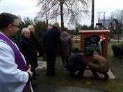 Poświęcenie tablicy w Słupnie przez ks. proboszcza Piotra Kluka