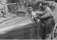 91_Wyscigi_samochodowe_w_Strudze_1932_05_Uczestnik wyscigu_Jiri Lobkowitz_w_samochodzie_Bugatti_NAC