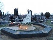 Pomnik Dziecka Utraconego w Markach z Pierwszym grobem 29 dzieci