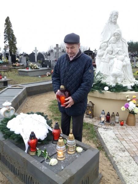 Złożenie zniczy na grobie Dzieci Zmarłych przed Narodzeniem MARKI 28 grudnia 2017