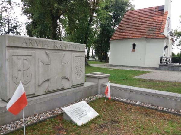 Grób żołnierzy poległych pod Jerzyskami na cmentarzu w Radzyminie fot Bogusława Sieroszewska