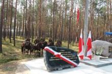 Pomnik w Jerzyskach 2018 przed uroczystym odsłonięciem