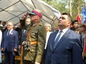 dowódca GH Niepodległość z Marek (po prawej) Burmistrz Łochowa foto Tygodnik Siedlecki