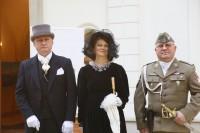 Pałac w Chrzęsnem 20 wrz 2018 od lewej Zbigniew Paciorek Bogusława Sieroszewska Robert Mierlczarek