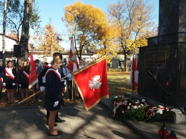 Delegacje szkół mareckich pod Pomnikiem Dziesięciu Powieszonych w Markach 2018