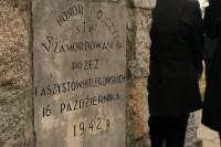 Tablica pamiątkowa przy Pomniku w Markach