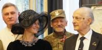 od lewej Zbigniew Paciorek Bogusława Sieroszewska Bogumił z Międzylesia oraz kpt AK Jerzy Nowicki ps Plastuś warszawski malarz i rzeźbiarz (1024x511)