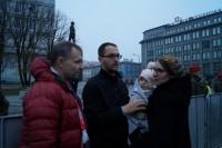 11-miesięczna Helenka z Krakowa z rodzicami na Marszu Niepodległości 2018