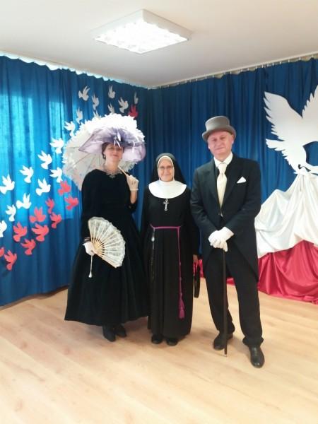 Flora i John Briggsowie w przedszkolu Sióstr Franciszkanek Rodziny Maryi w Markach Pustelniku