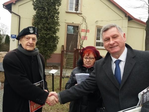 kpt AK Jerzy Nowicki i Zbigniew Paciorek Prezes Stowarzyszenia Marki-Pustelnik-Struga