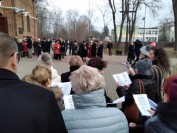 mareckie śpiewanie partyzanckich piosenek u Św Izydora 3 marca 2019