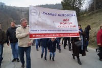 Baner Stowarzyszenia Marki Pustelnik Struga w Osielcu noisą prezes Zbigniew Paciorek z Marek oraz Jolanta z Koszalina