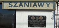 Pierwsza tablica pamiątkowa na dworcu w Szaniawie