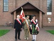 Poczet Sztandarowy Armii Krajowej Warszawa Wschód przed kościołem w Szaniawie