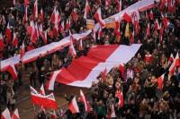 Marsz Niepodleglosci najdluższa flaga w Polsce