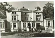 Strona frontowa  (południowa) palacyku na pocztowce z 1972 r. Zbiory Stowarzyszenia Marki -Pustelnik-Struga.